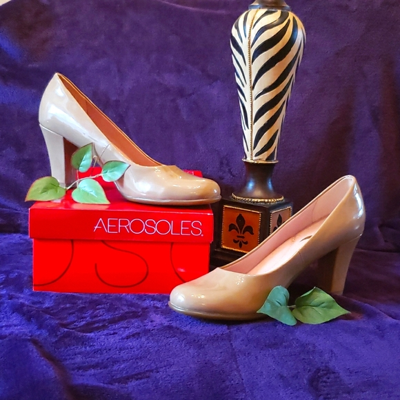 Nwot Nude Patent Leather Pumps
